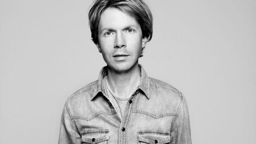 Beck har kridtet danseskoene på strømlinet og sprudlende udspil
