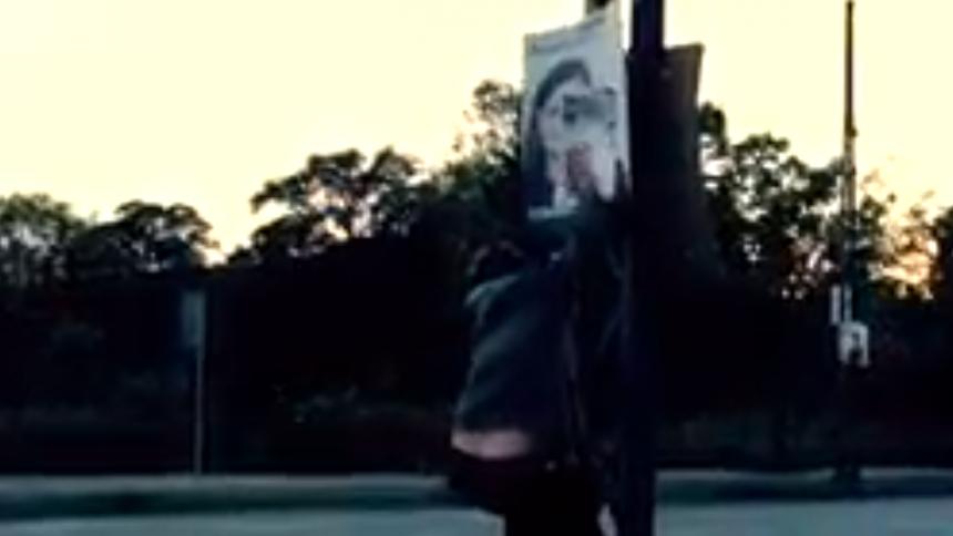 Video: Hiphopperne DoktorDoktor overklæber valgplakater