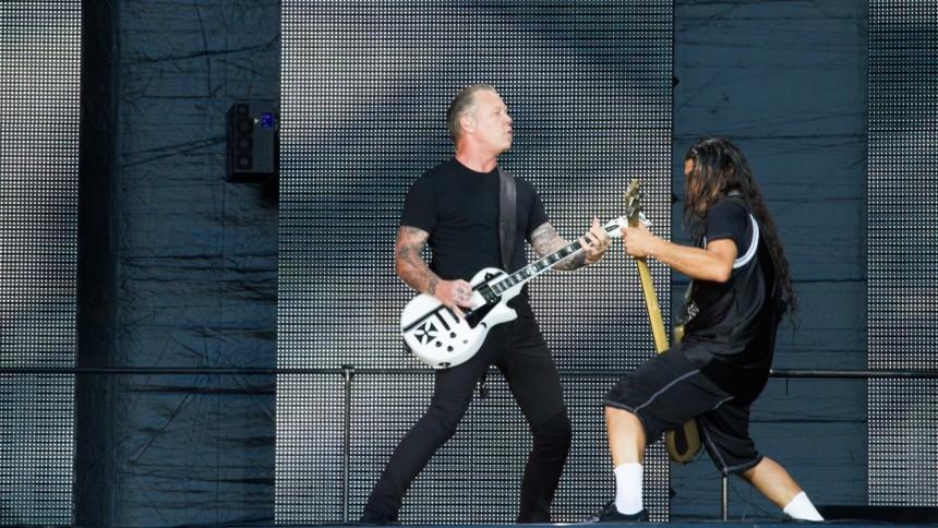 Se Metallica synge Pokémon-sangen