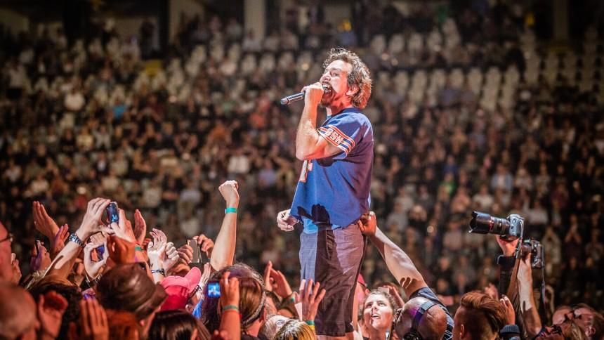 Pearl Jam rejser 11 millioner dollars til Seattles hjemløse