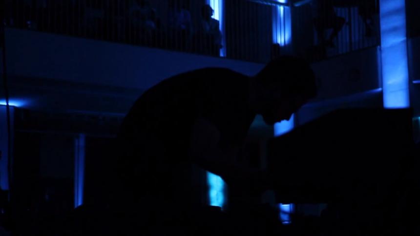 Video: Kom med bag scenerne hos August Rosenbaum