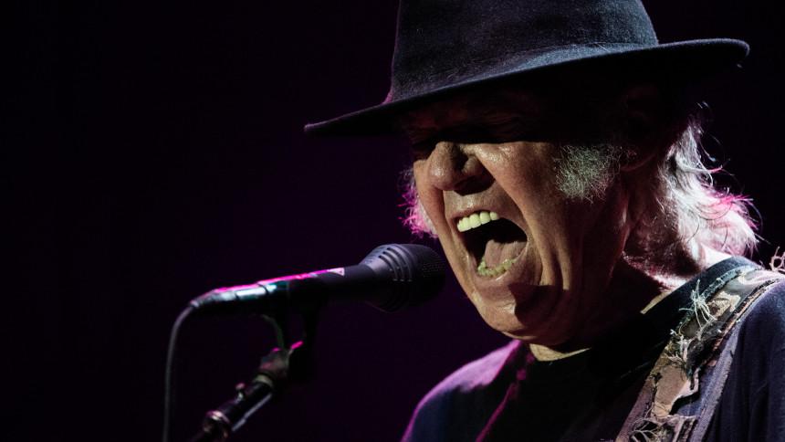 Neil Young & The Crazy Horse indspiller første album i syv år