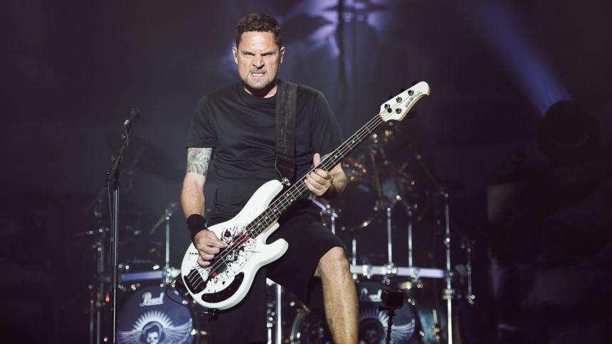 Volbeat-bassist fik 19 millioner, da han forlod bandet