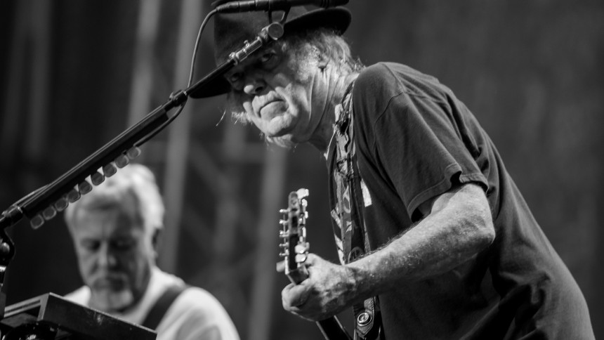 Se Neil Youngs nye video til Wolf Moon