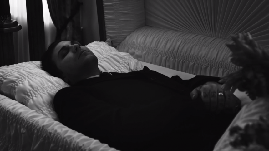 Videonyhed: Tidligere MCR-guitarist til punkbegravelse