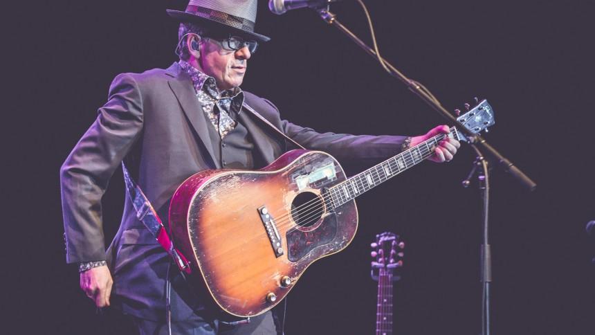 Elvis Costello skriver selvbiografi