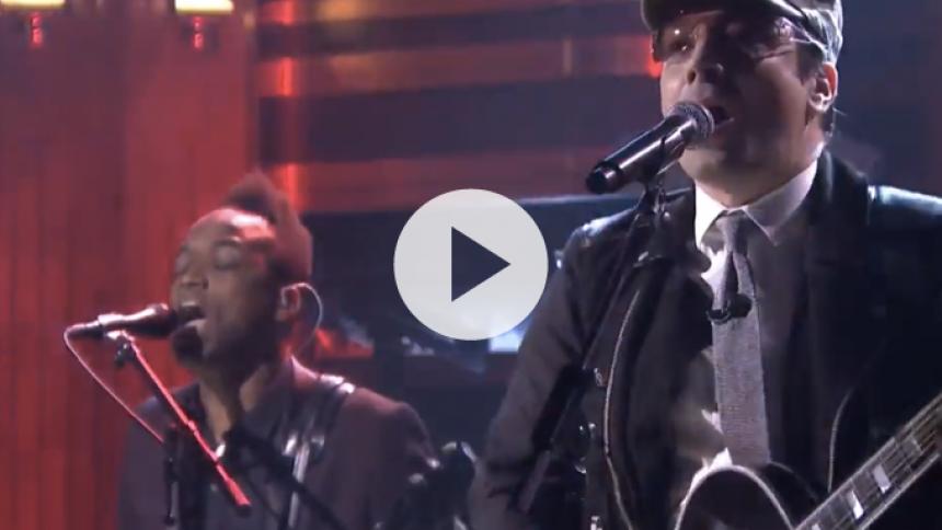 Se Jimmy Fallon optræde som Bono