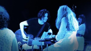 Maggie Björklund på turné med Jack White, Howe Gelb & Co.