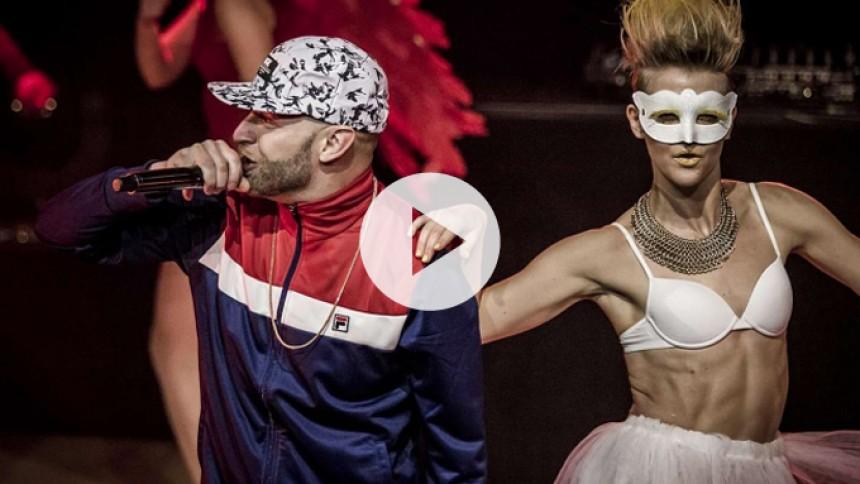 Se Djämes Braun med letpåklædte dansere til GAFFA-Prisen