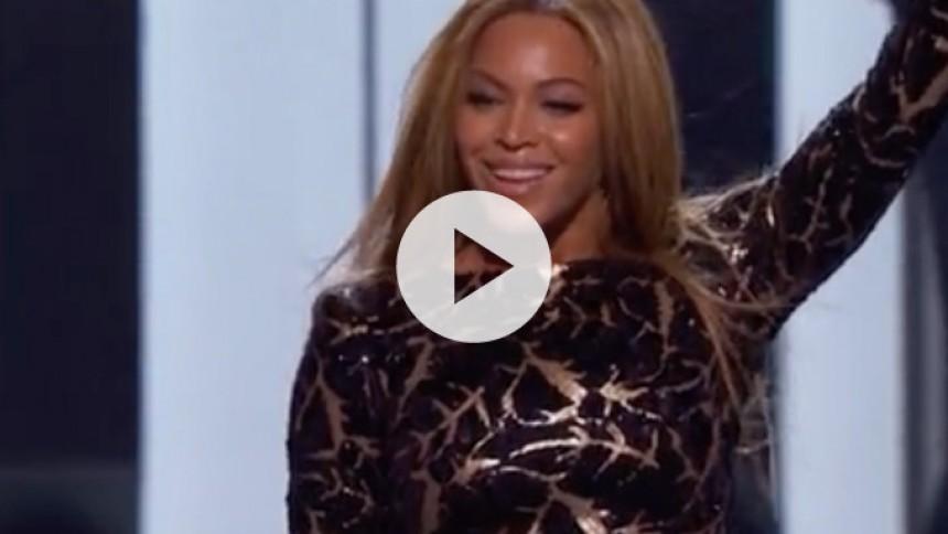 Se Beyoncé synge Stevie Wonder-medley