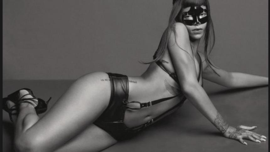 Rihanna surprise-udgiver nyt album