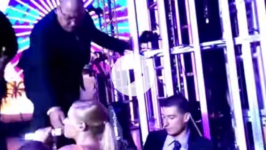 Efter Madonna-styrt: Se tre andre stjerner, der falder af scenen