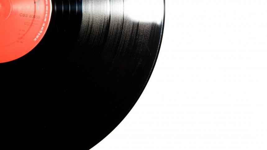 ANMELDELSE: Flot og gennemført bog for nuværende og fremtidige vinylentusiaster