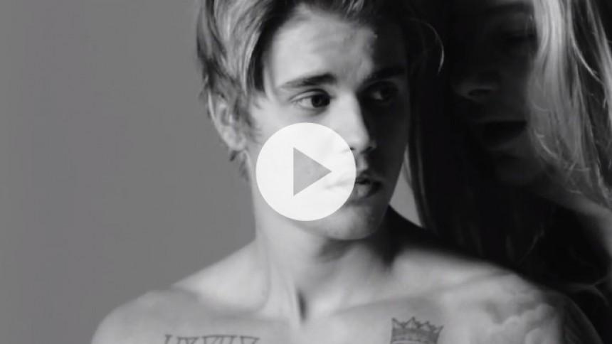 Se Justin Bieber i akavet genopførelse af Calvin Klein-reklame