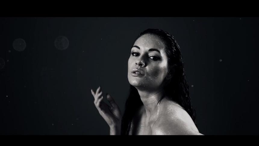 Ny video: Kaaliyah dyrker 90'ernes amerikanske r'n'b