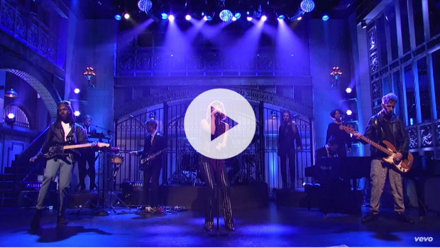 Se Carly Rae Jepsen med ny sang på Saturday Night Live