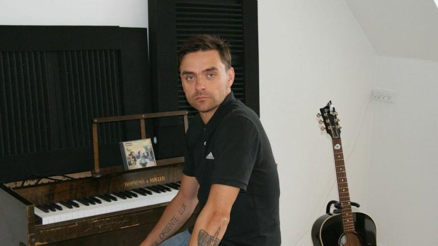 Boguddrag – Simon Kvamm om Oasis: Jeg er weekend-anglofil