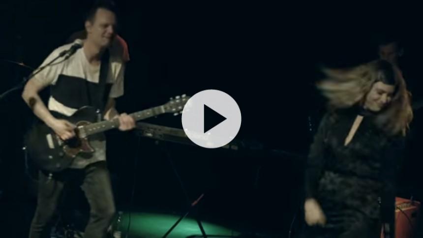 Mads Björn danser med de tunge danske artister