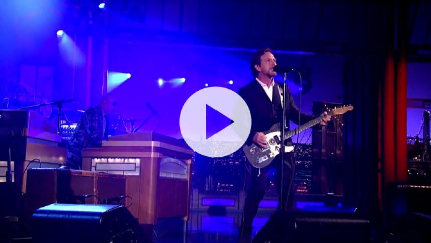 Se Eddie Vedders liveoptræden hos Letterman