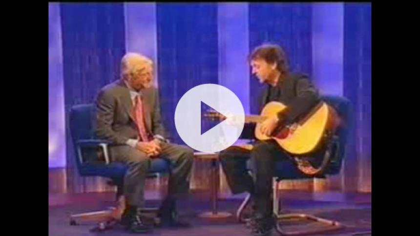 Hør Paul McCartney spille elementerne til All Day i 1999