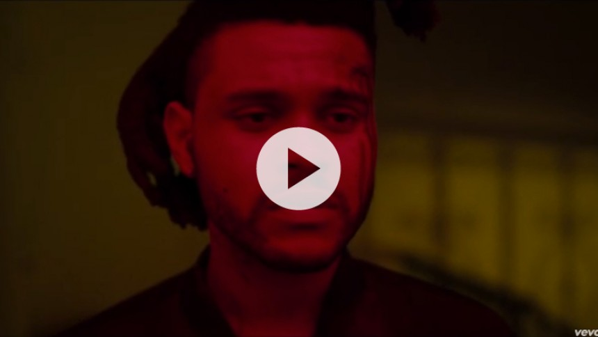Se The Weeknd overleve bilulykke i ny, mørk video