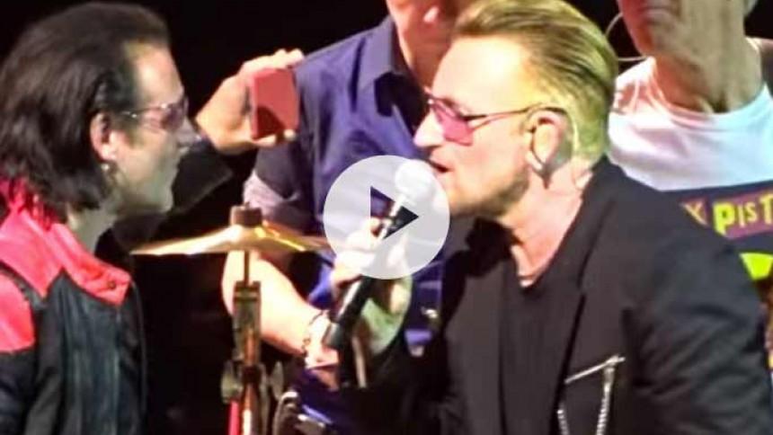 Se U2 spille med Bonos dobbeltgænger