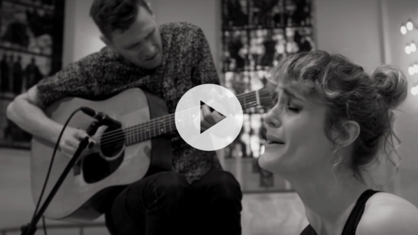 Se overraskende livevideo fra The Ball and The Wall feat. Clara Sofie