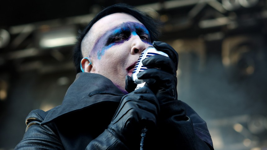 Marilyn Manson forklarer geværstunt