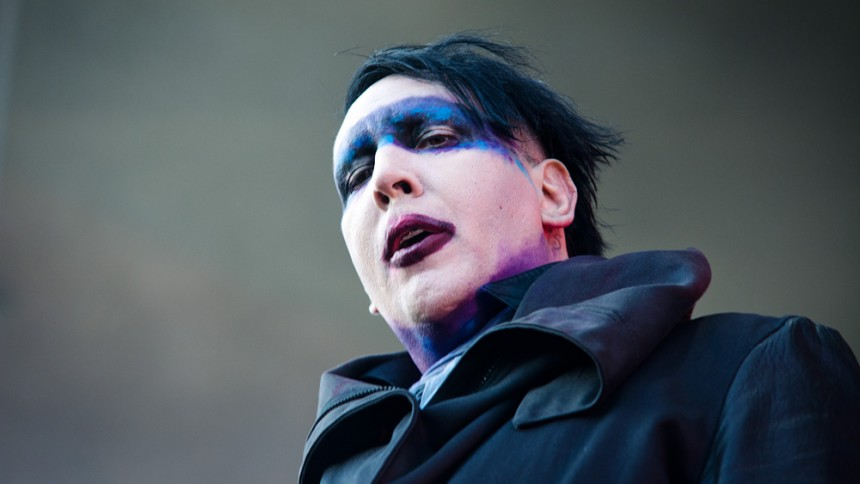 Cover: Marilyn Manson hylder Bowie på Cat People