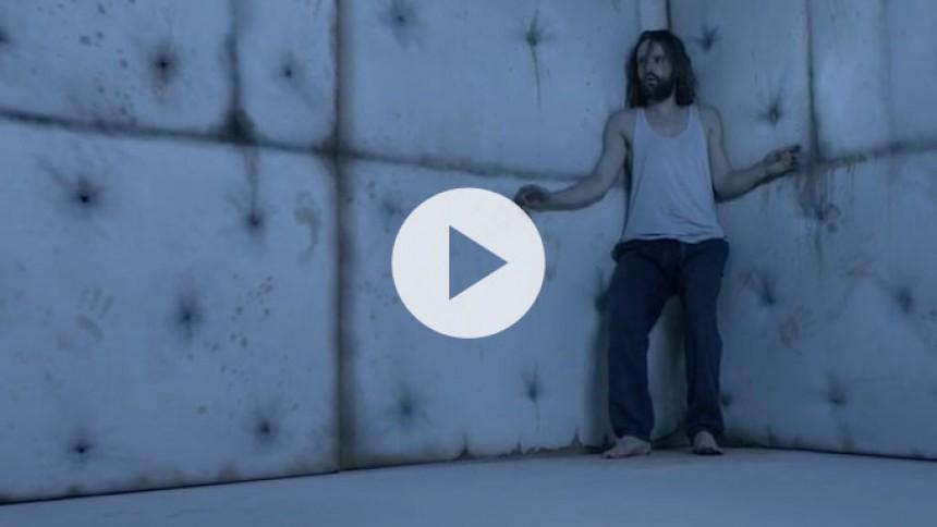 Video: Alcoholic Faith Mission tager dig med ud i sindets dybeste afkroge