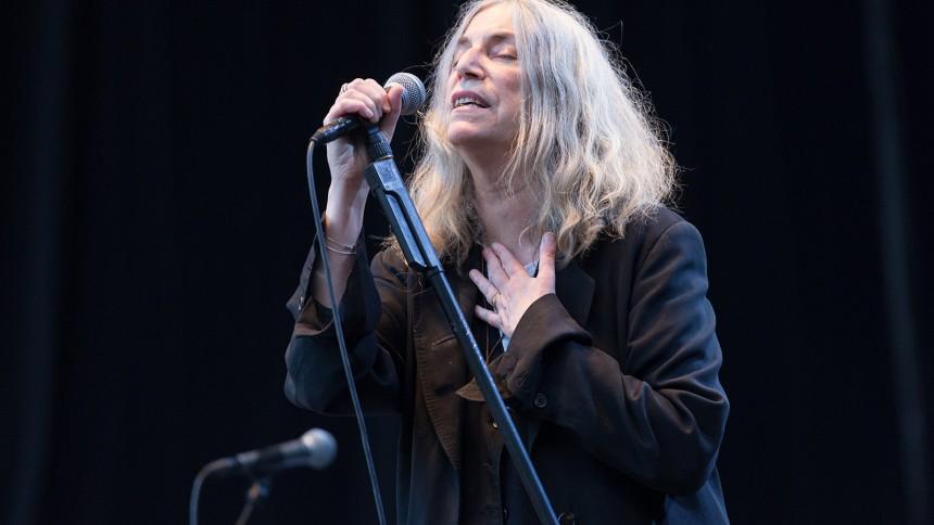 Boganmeldelse: Ind til benet med Patti Smith
