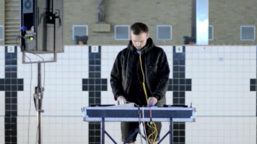 Video: Se ELOQ dj'e i en svømmehal