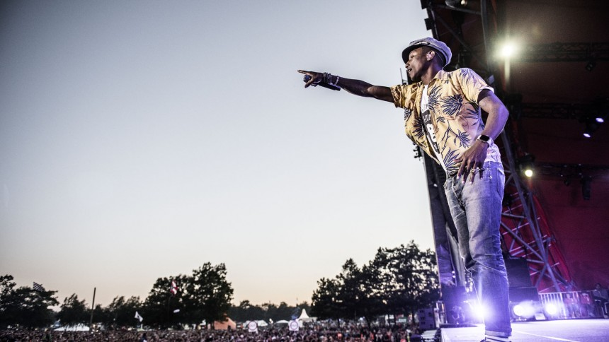Pharrell Williams spiller på Plænen i Tivoli