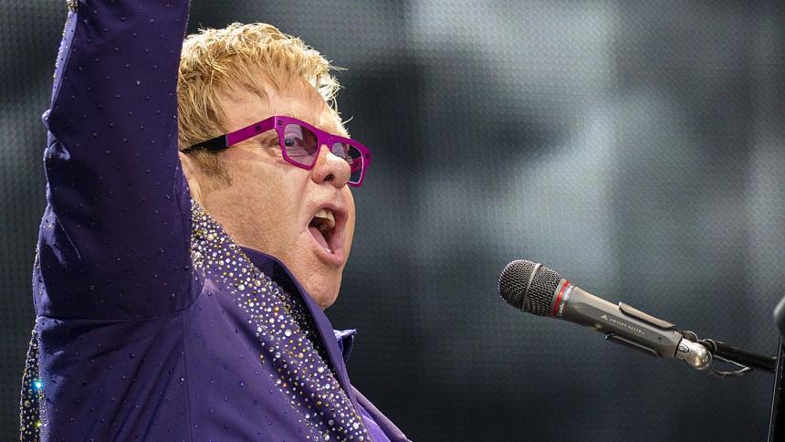 Elton John vil tage kampen op mod præsident Putin