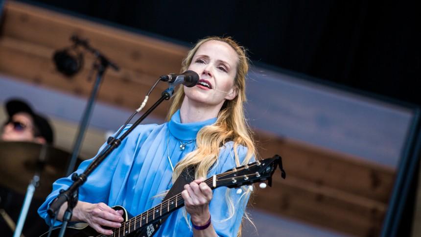 Tina Dickow skriver sang til Aarhus