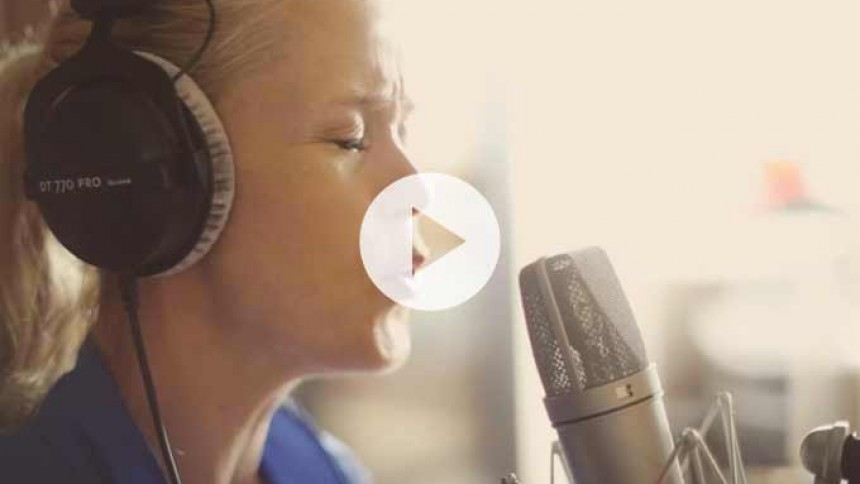 Video: Se Tina Dickow synge sin nye Aarhus-sang – på dansk