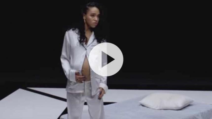 Se ny, firdobbelt video fra delvis gravid FKA Twigs