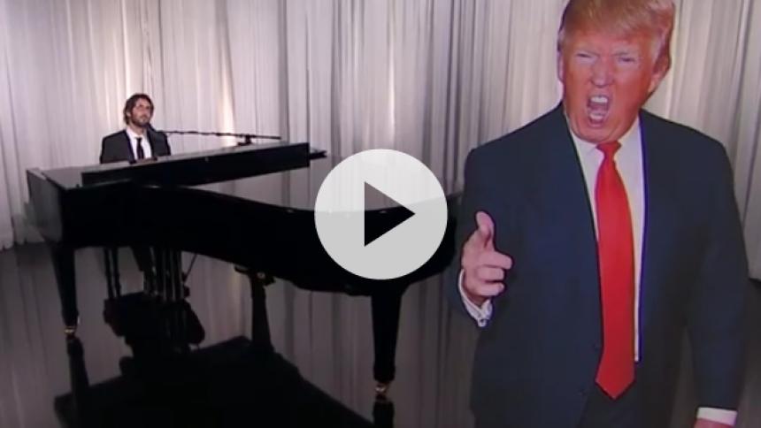 Video: Se Josh Groban synge vilde tweets af Donald Trump