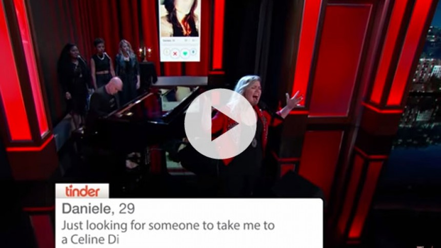 Se Kelly Clarkson give Tinder-profiler et pift