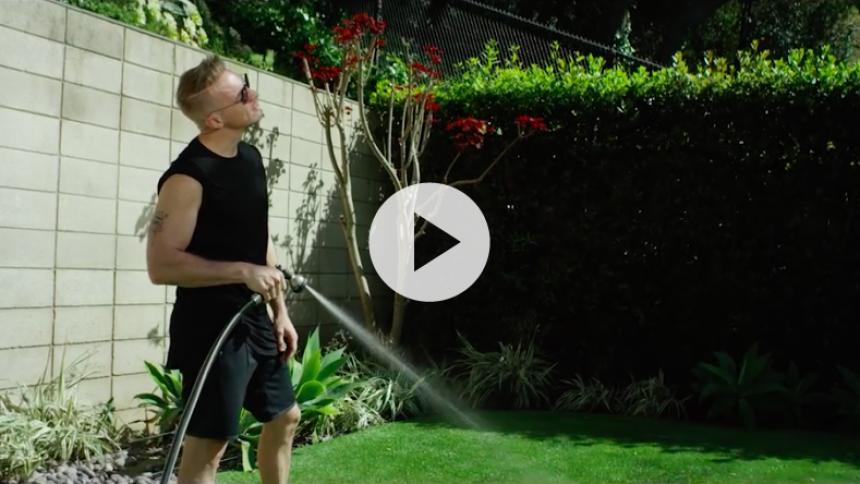 Ny video: Se Diplo prøve at være hverdagslig