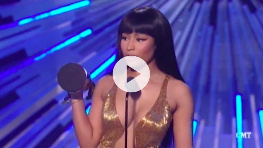 Se Nicki Minaj svine Miley Cyrus til MTV-show