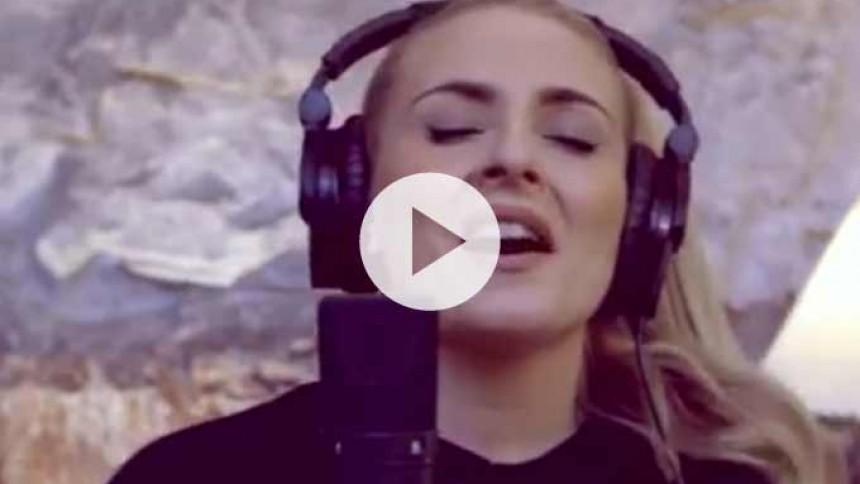 Video: Se englestemmen Eivør synge smukt i studiet