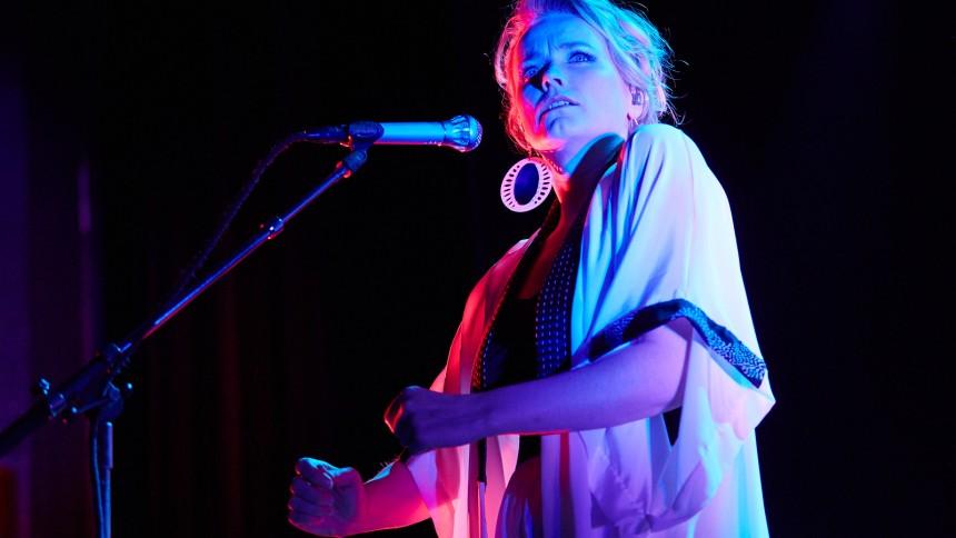 Ane Brun giver dansk koncert