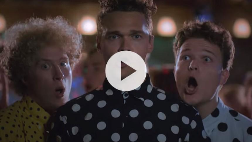 Video: Komikeren Ruben Søltoft giver den som sanger