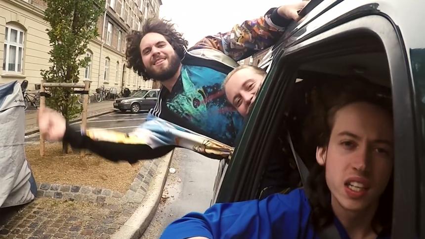 Musikvideo: Tag med Fuld Effekt på party-cruise gennem København