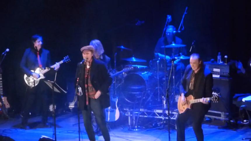 Video: Brødrene Davies tilbage på scenen efter 20 år