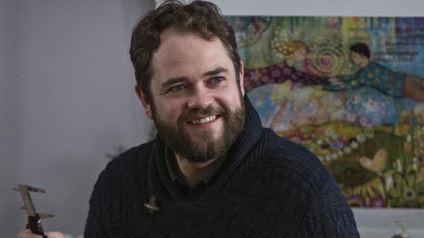 Esben Dalgaard fra TV2's Juleønsket: Et bur på scenen kan få mig ud på dansegulvet