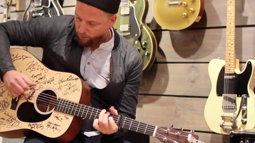 Video: Kasper Eistrup giver også et nummer på Vandreguitaren