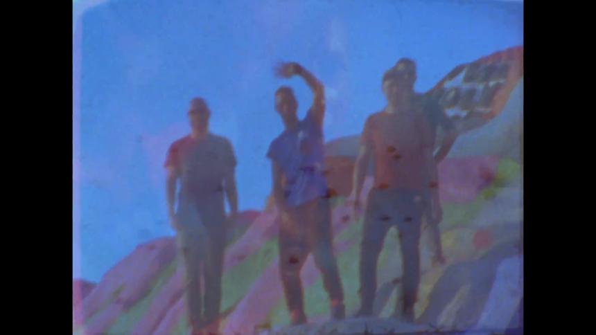 Ny musikvideo: Coldplay hygger sig i ørkenen