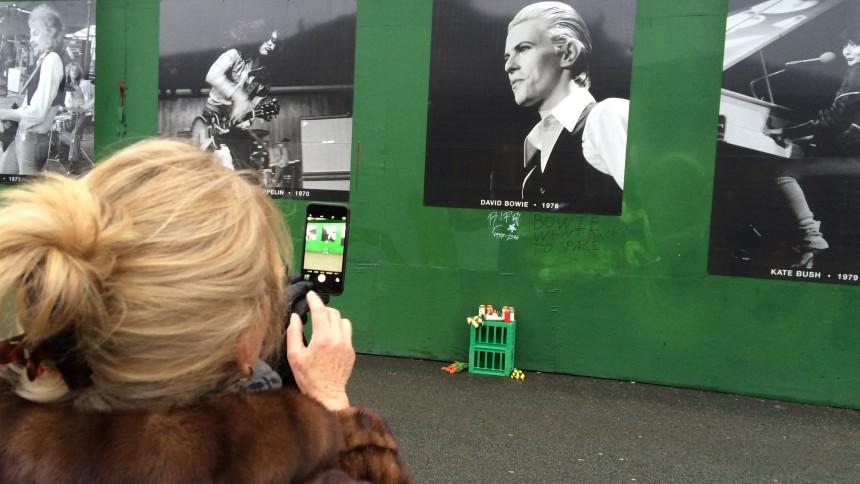 Fans laver Bowie-mindevæg i København